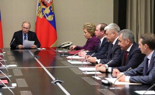 Путин обсудил счленами Совбеза новый закон поДонбассу иСирию - «Россия»