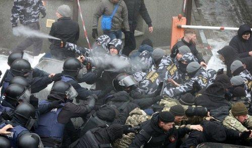 Мэра Одессы отпустили иззала суда, входе заседания был ранен полицейский - «Новости Дня»