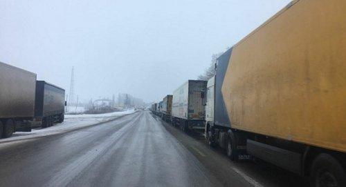 Ростаможня отрицает факт скопления грузовиков наукраинской границе - «Транспорт»