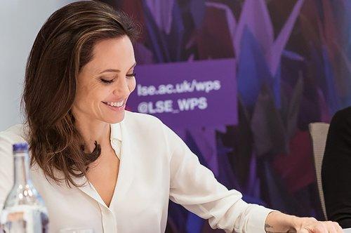 Анджелина Джоли провела семинар для студентов Лондонской школы экономики - «Культура»