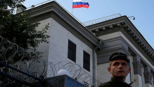 Аваков: МВД Украины не пустит россиян в посольство и консульства для голосования - «Военные действия»