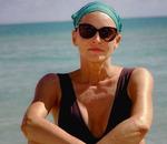 Новые смелые фото Шэрон Стоун в купальнике