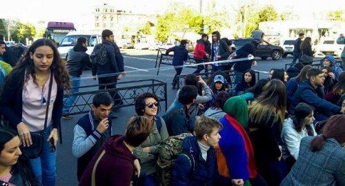 Армянский протест «Откажи Сержу»: Улицы Еревана вновь блокируются - «Политика»