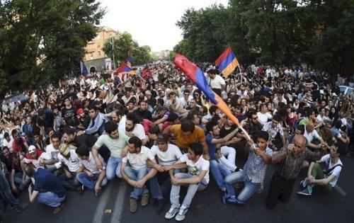 Протестующие заблокировали Ереван - «Большой Кавказ»