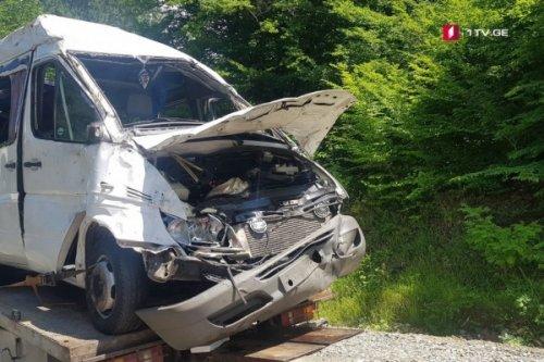 Трагедия вГрузии: автобус сдетьми упал вовраг, погибли четыре человека - «Транспорт»