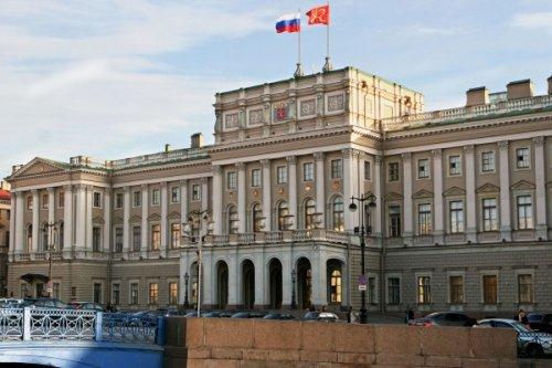 ВПетербурге намерены попросить Путина неповышать пенсионный возраст - «Россия»