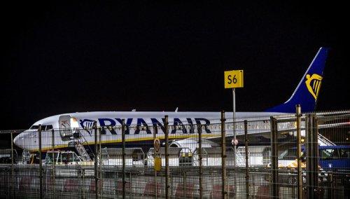 В аэропорту Эйндховена в Нидерландах вылет самолета остановлен из-за угрозы теракта - «Новости дня»