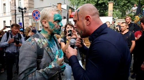 США озабочены нападением на гражданское общество Украины при помощи зелёнки! - «Политика»