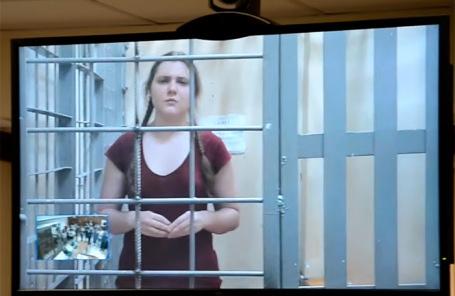 Аню Павликову не выпустили. Не вообще, не под подписку, не под домашний арест, никак - «Политика»