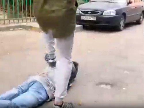 Московские подростки покалечили сверстника и сняли это на видео - «Новости Дня»