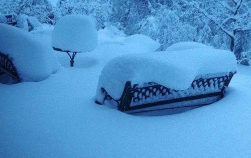 Францию накрыл снегопад - (видео)