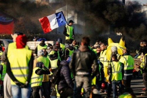 «Жёлтые жилеты» грозятся новым «взятием Бастилии»— французская пресса - «Экономика»